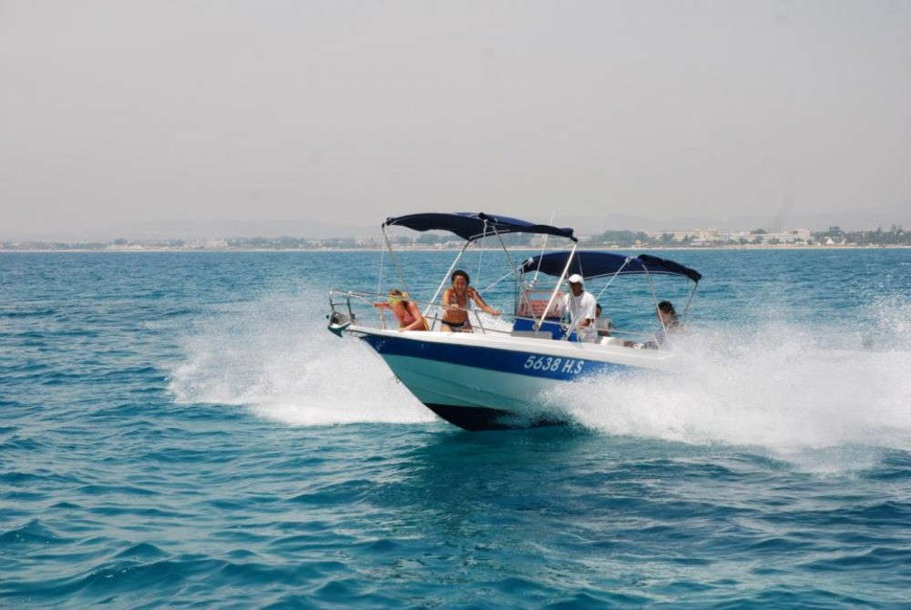 Rental Motorboat Yamaha with a permit
