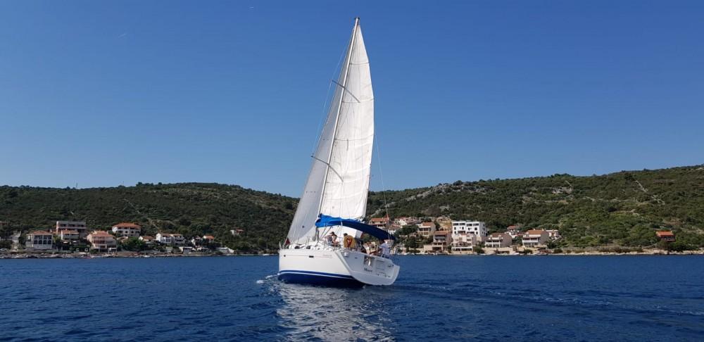 Boat rental Bénéteau Oceanis 393 in Vinišće on Samboat