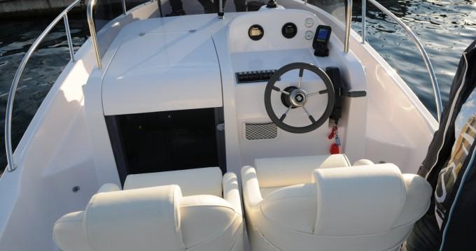 Rental Motorboat in Malinska-Dubašnica - Elan Elan 600 Cabine