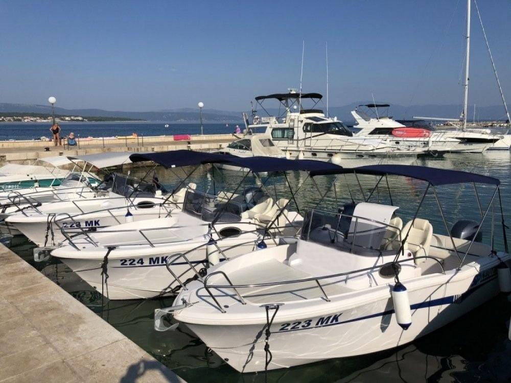 Rental Motorboat in Malinska - Elan Elan 600 Cabine