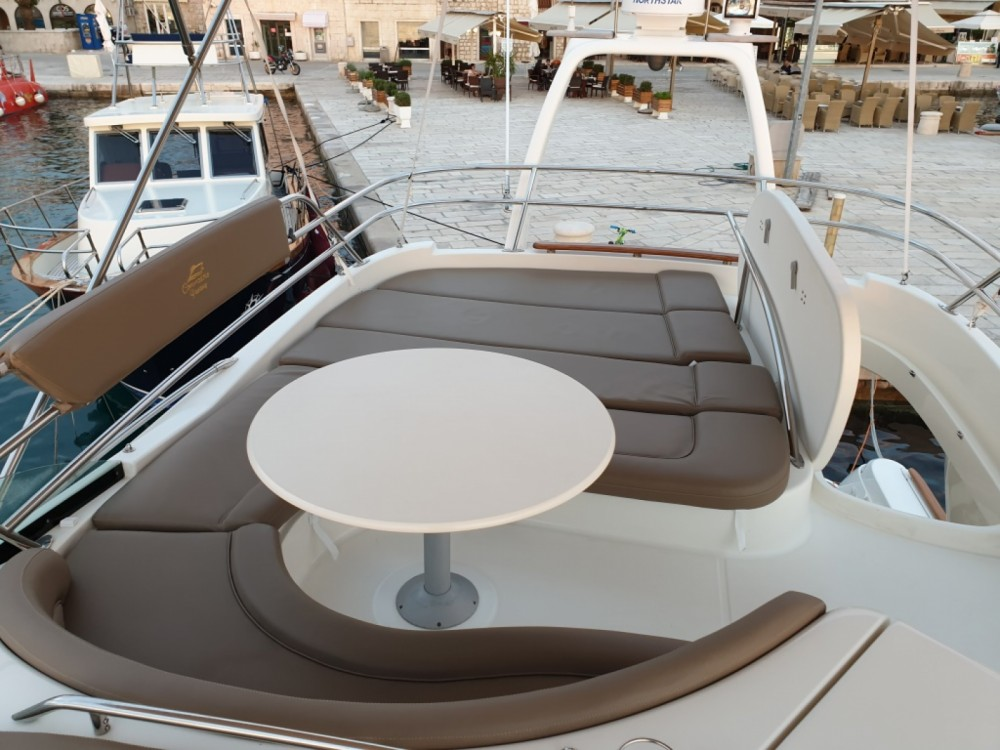 Hire Motorboat with or without skipper Jeanneau Split