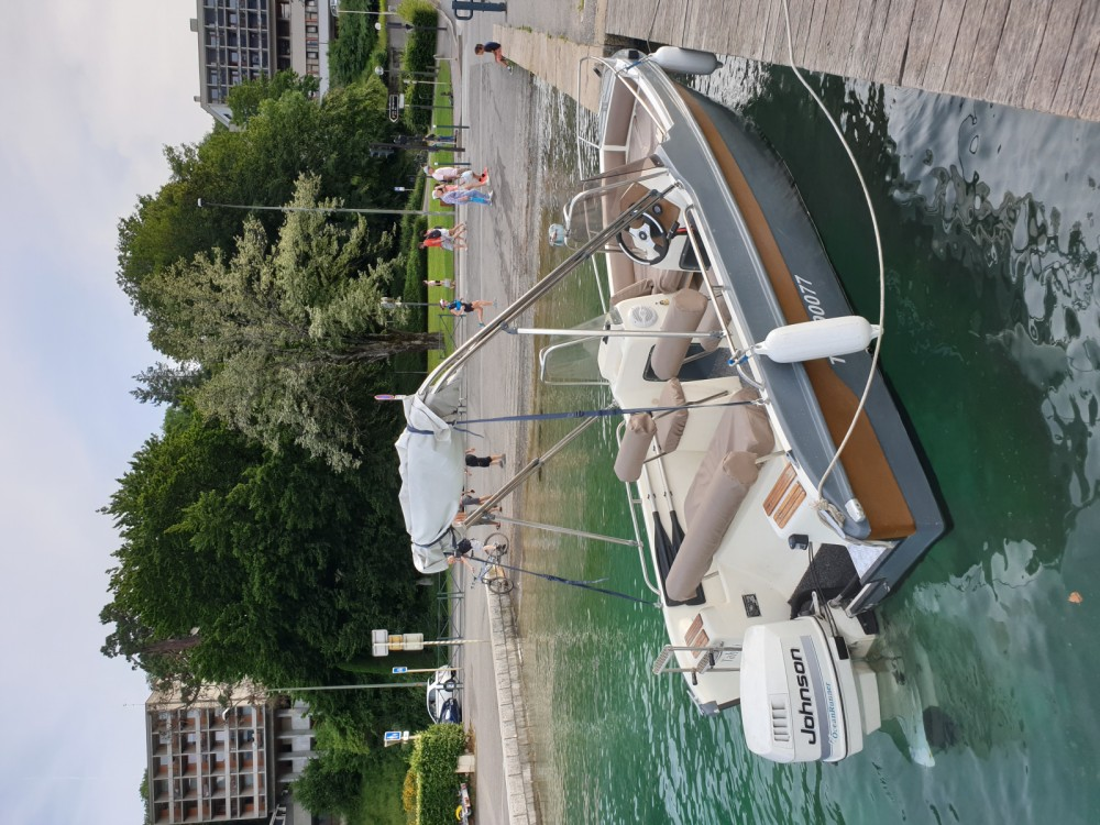 Motorboat for rent Aix-les-Bains at the best price