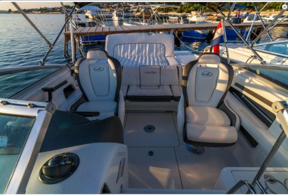 Sea Ray 240 Sun Sport between personal and professional Barbat na Rabu