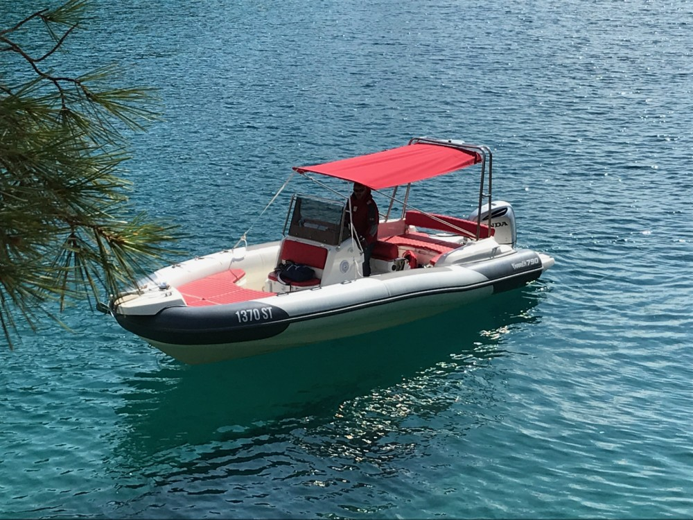 Marlin Boat Dynamic 790 between personal and professional Split