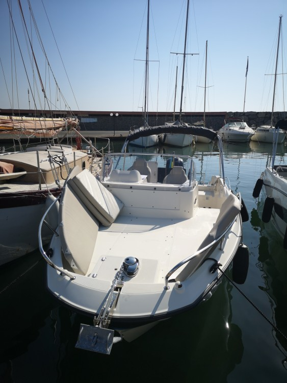 Boat rental Quicksilver Activ 675 Sundeck in Cogolin on Samboat