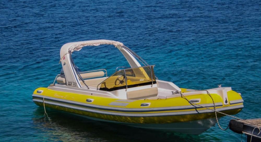 Boat rental Baracuda BF 23 in Hvar on Samboat