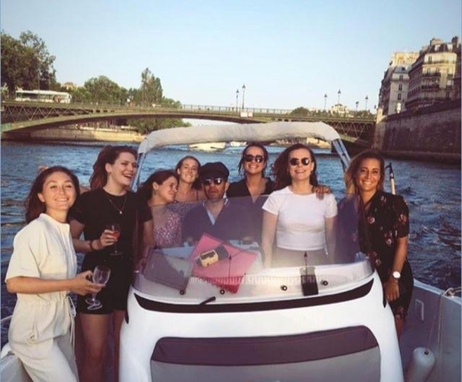 Jeanneau Cap Camarat 6.5 CC Serie 3 between personal and professional Paris