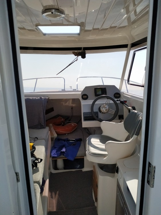 Rental Motor boat in Menton - Pacific Craft Pacific Craft 660 Timonier