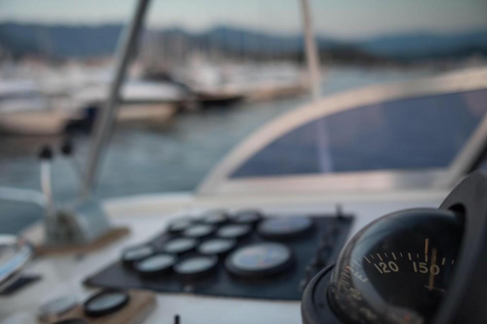 Boat rental Bertram 38 in Saint-Florent on Samboat