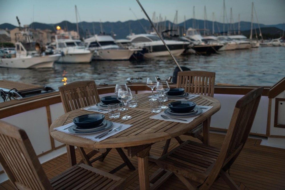 Yacht for rent Saint-Florent at the best price