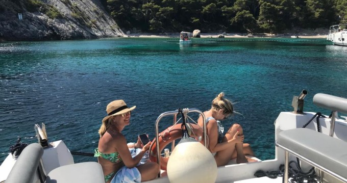 Hire Motorboat with or without skipper Phoenix Hvar