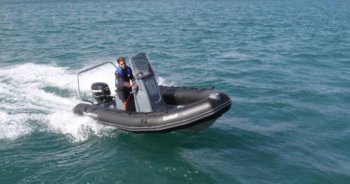 Boat rental Bombard Sunrider 550 in La Flotte on Samboat