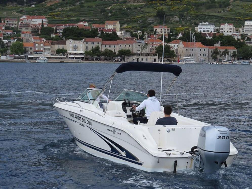 Rental Motorboat in Bol - Sea Ray  H 210