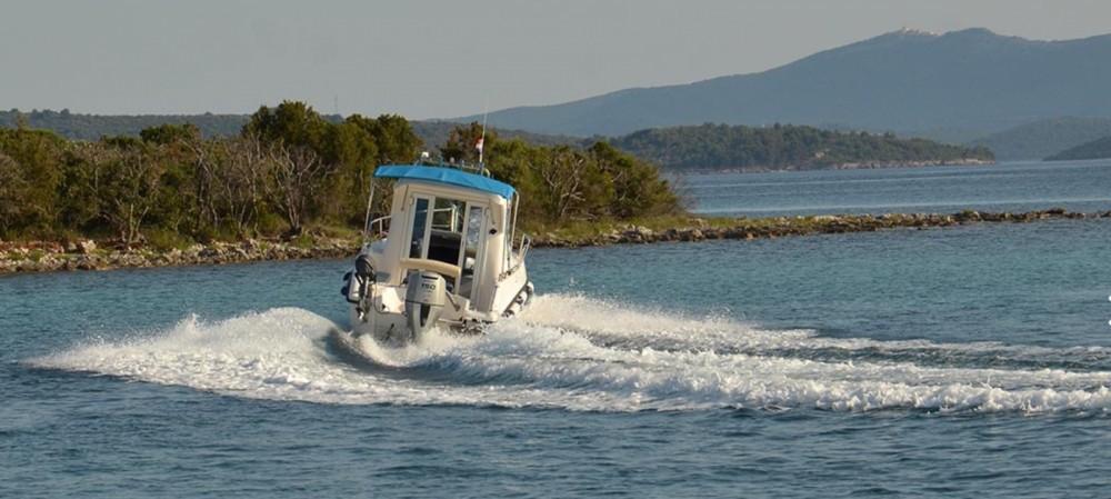 Boat rental  cheap 700