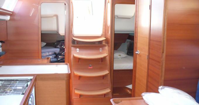 Rental Sailboat in Saint-Cyprien - Dufour Dufour 375 Grand Large