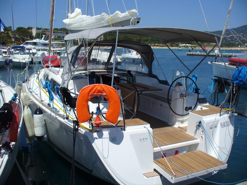 Boat rental Dufour Dufour 375 Grand Large in Saint-Cyprien on Samboat