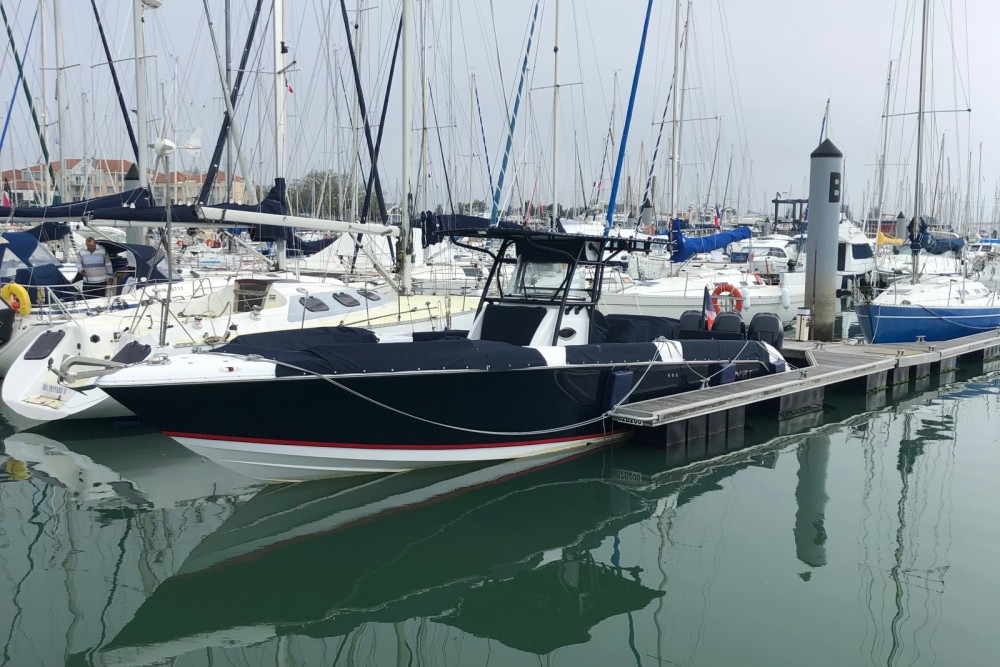 Boat rental DONZI 38 in Les Sables-d'Olonne on Samboat