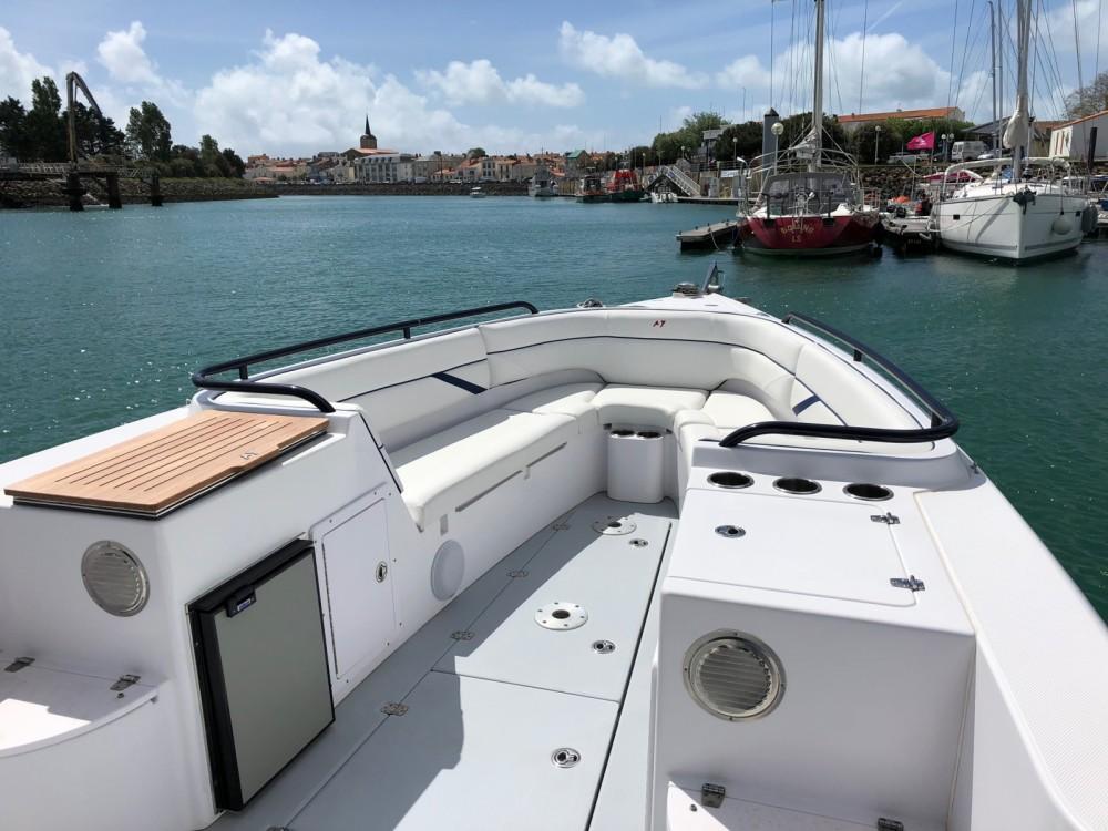 Rental Motorboat in Les Sables-d'Olonne - DONZI 38