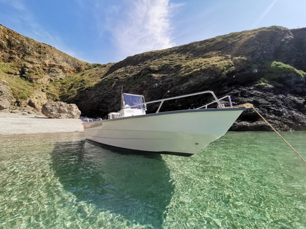Rental Motor boat in Le Palais - Pro-2000 OPEN 5000 OUTREMER