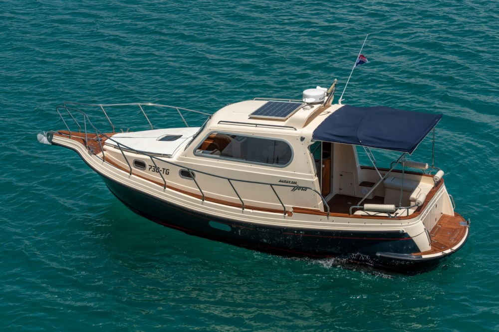 Boat rental Damor Fjera 980 in Split on Samboat