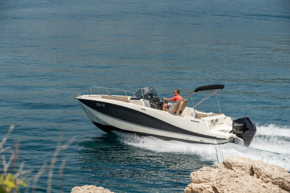 Quicksilver Activ 755 Open between personal and professional Trogir