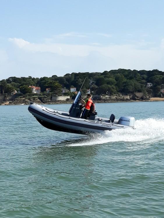 Rental yacht Préfailles - Zodiac Pro 550 on SamBoat