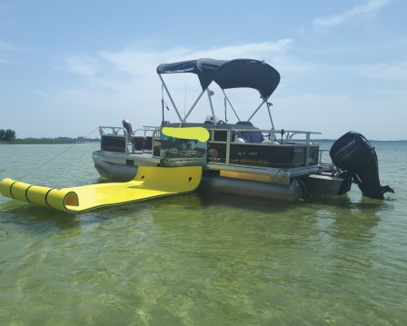 Rental Motorboat Sun Tracker with a permit