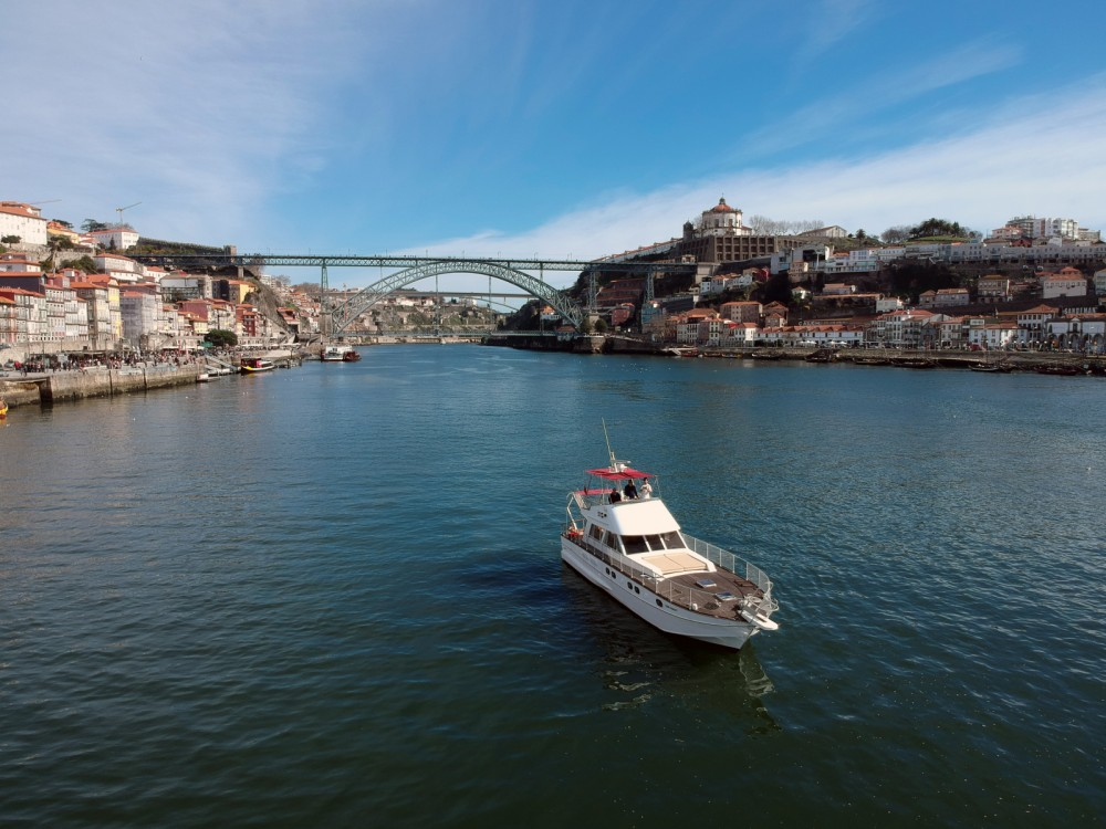 Motorboat for rent Oporto at the best price