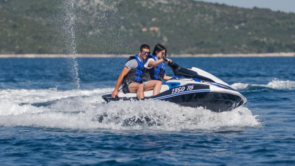 Boat rental Trogir cheap VX DeLuxe