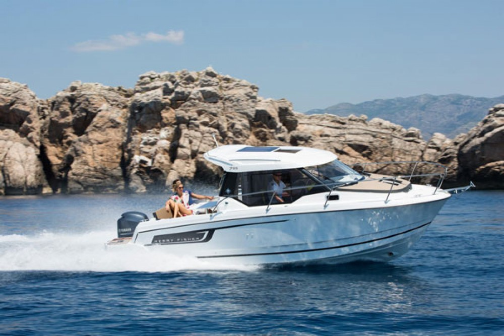 Hire Motorboat with or without skipper Jeanneau Grad Biograd na Moru