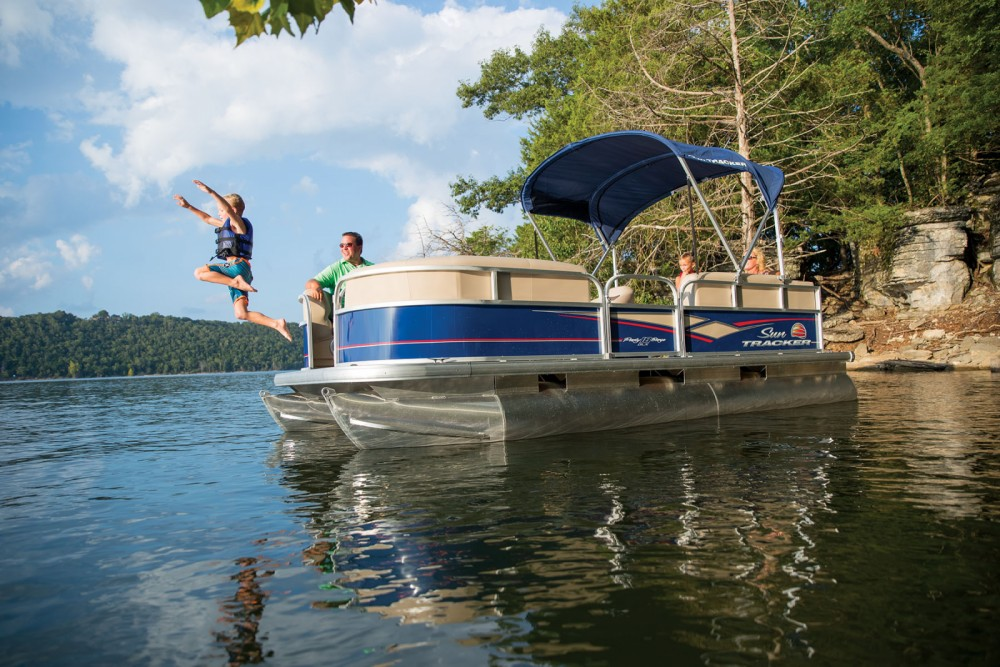 Rental yacht Porto - Sun Tracker Party Barge 22 DLX on SamBoat