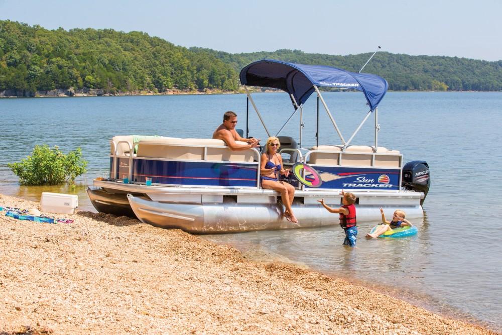 Rent a Sun Tracker Party Barge 22 DLX Porto