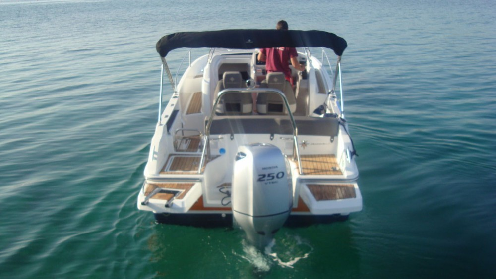 Hire Motorboat with or without skipper Jeanneau Tribunj