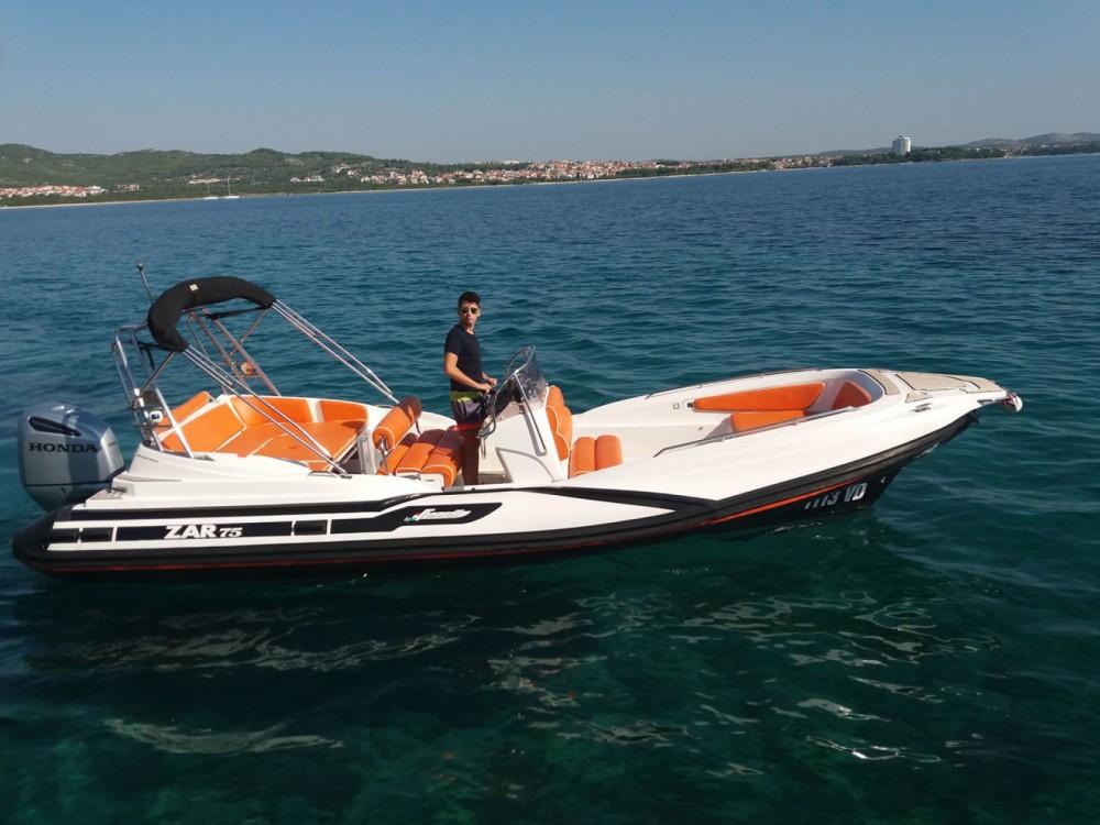 Boat rental Zar Formenti Zar 75 in Tribunj on Samboat