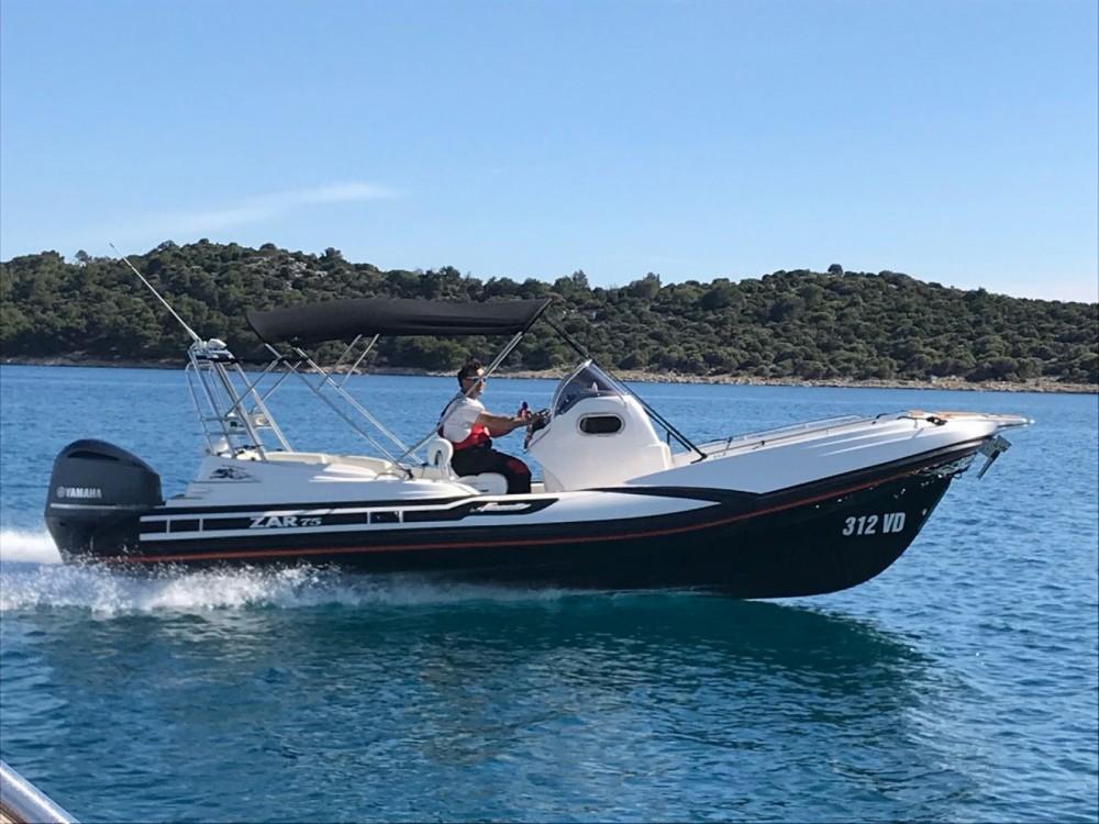 Boat rental Zar Formenti Zar 75 plus in Tribunj on Samboat