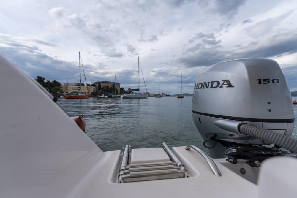 Rental Motorboat in Grad Zadar - Elan Fishing 650 Cabin