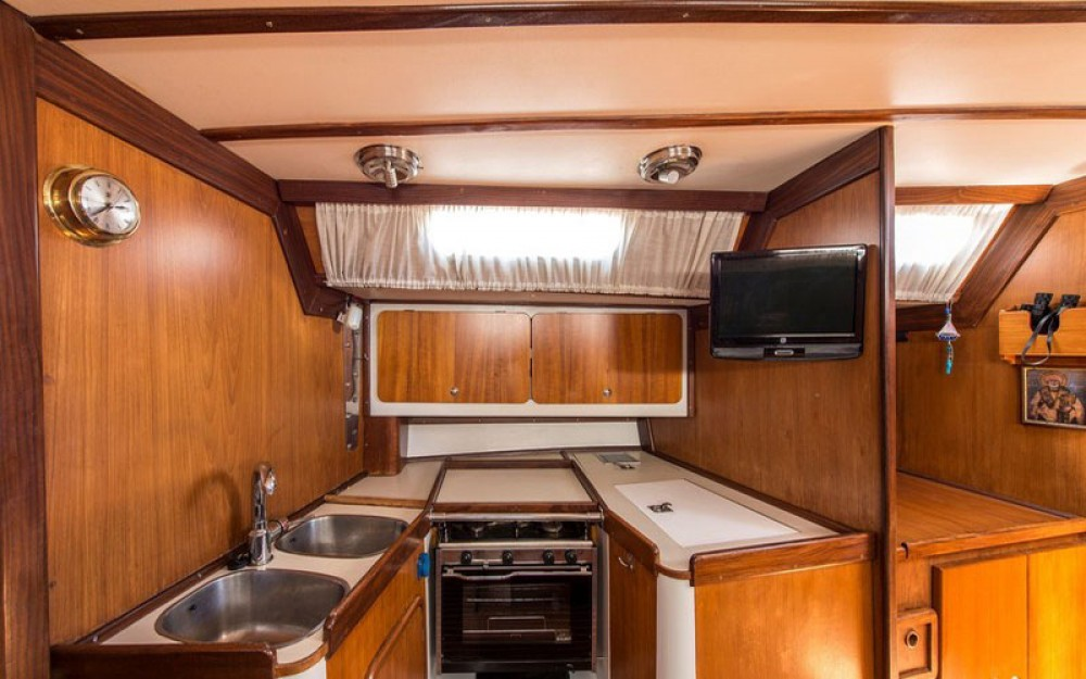 Sailboat for rent Marína at the best price