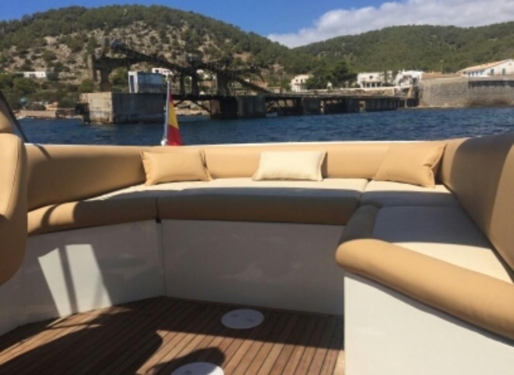 Rental Motorboat in Alicante - Wellcraft open