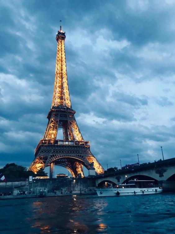 Rent a Jeanneau Cap Camarat 6.5 CC Serie 3 Paris