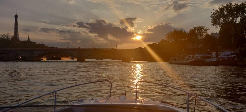 Boat rental Jeanneau Cap Camarat 6.5 CC Serie 3 in Paris on Samboat