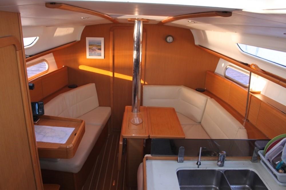 Boat rental Jeanneau Sun Odyssey 36 in Lorient on Samboat