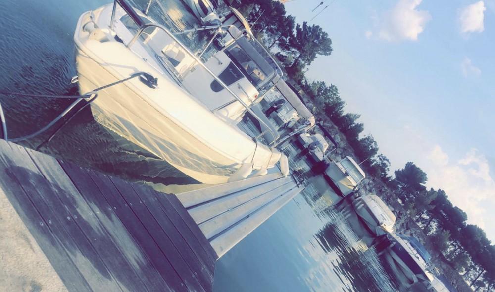 Rental Motor boat Aquabat with a permit