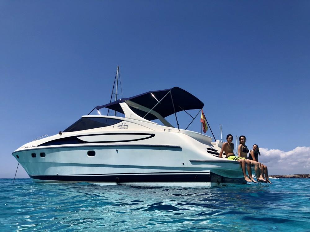 Boat rental Cantieri-Di-Sarnico Maxim 40 in Ibiza on Samboat