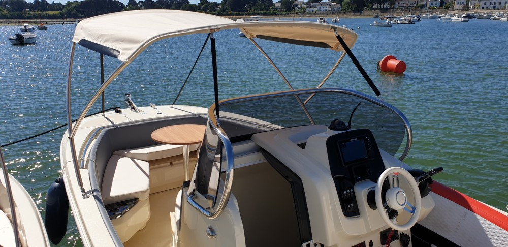 Boat rental Invictus  Invictus 240 FX in Vannes on Samboat