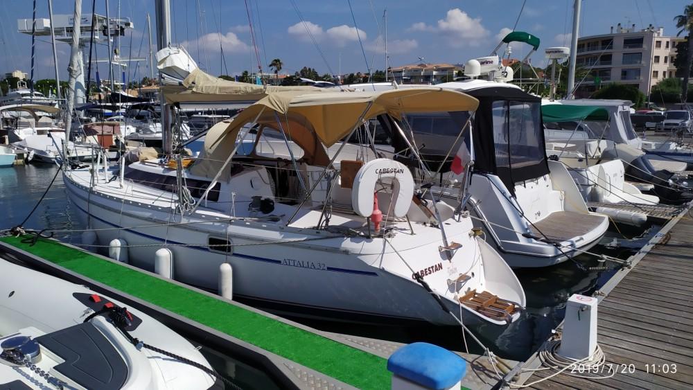 Rental yacht Saint-Raphaël - Jeanneau Attalia 32 on SamBoat