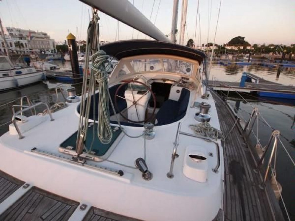 Rental Sailboat in Galicia - Bénéteau Oceanis 44 CC