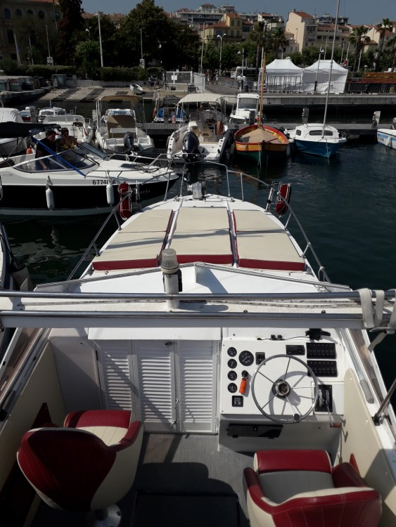 Hire Motorboat with or without skipper Century Cannes