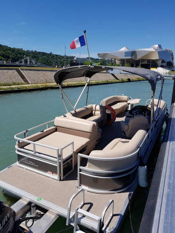 Hire Motorboat with or without skipper Suntracker Lyon