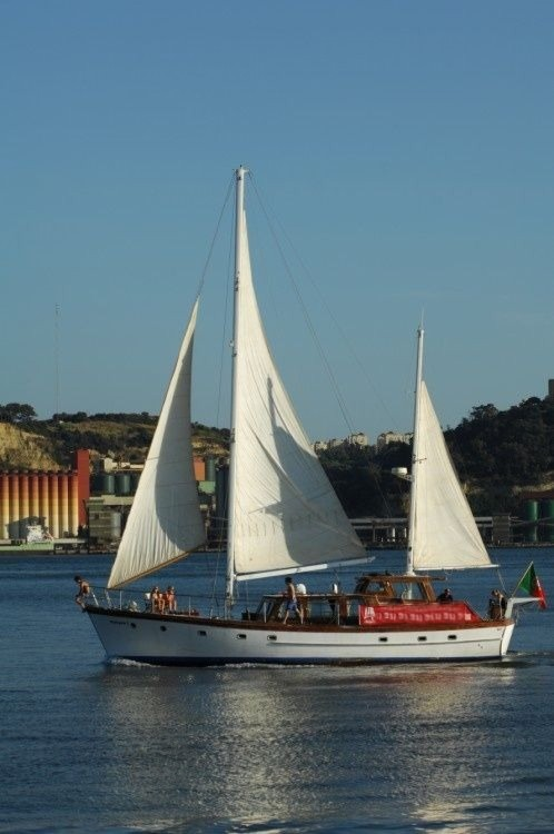 G. L. Watson 55'' classic wooden yacht between personal and professional Lisbon