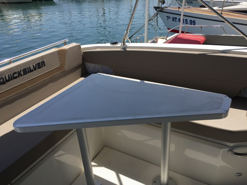 Boat rental Quicksilver Activ 805 Sundeck in la Vila Joiosa / Villajoyosa on Samboat